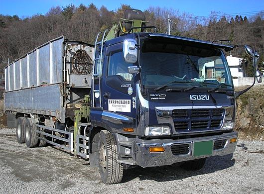 ヒアブ付木材輸送ダンプ